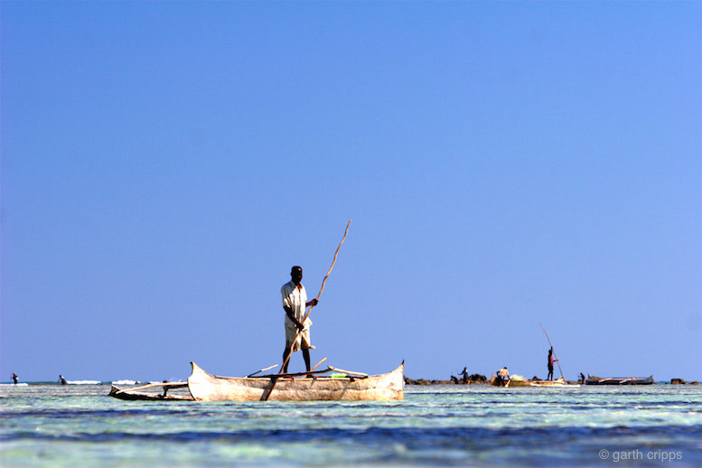 Man in pirogue © Garth Cripps
