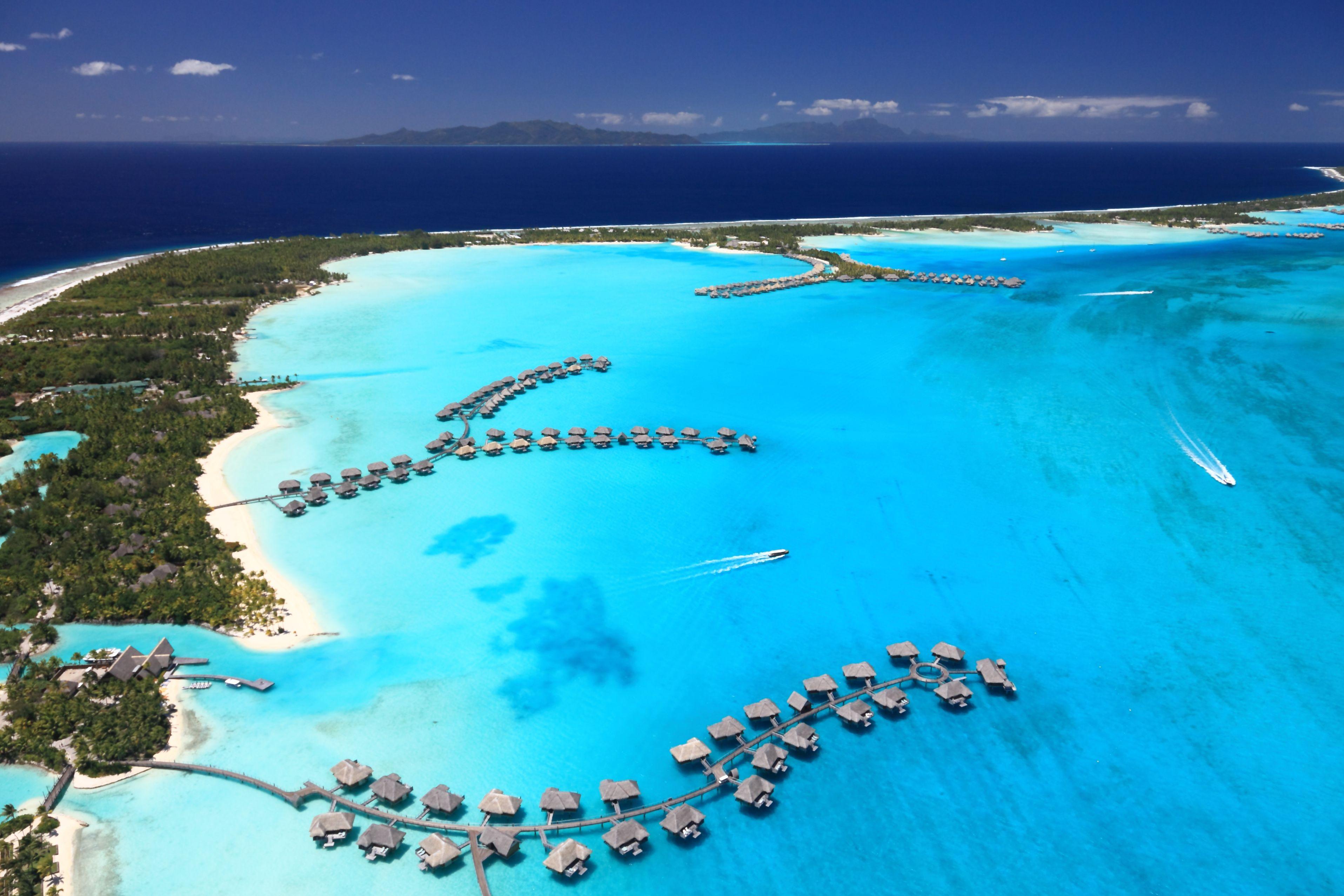 """Of French Polynesia's 118 islands, there are 11 go-to dive destinations: Bora Bora, Raiatea, Huahine, Moorea, Tahiti, Tikehau, Nuku Hiva, Tubuai, Rurutu, Rangiroa and Manihi."" © Achim Baqu"