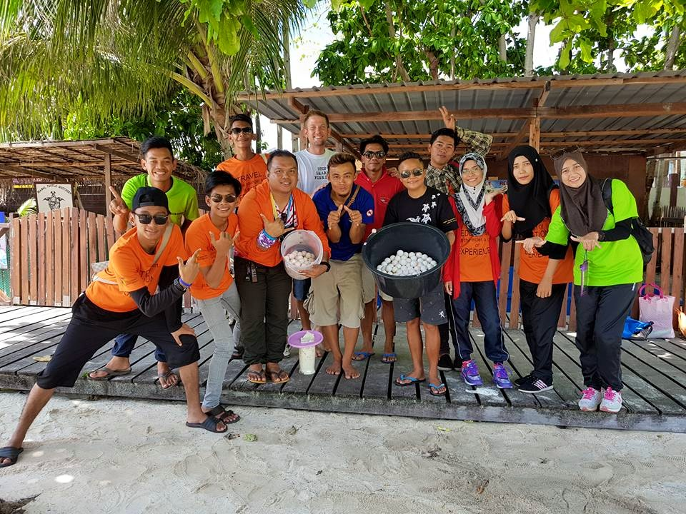 This shot shows two of our Honorary Wildlife wardens, Dionne and Kai, at a recent Turtle Week event by Scuba Junkie on Pulau Mabul. They are explaining turtle nest relocations to students from Kolej Komuniti . Both Kai, Dionne and another HWW, Afat came through our dive master internship programme. They have shown such amazing dedication and interest in protecting their marine environment that we put them forward for Sabah Wildlife Department's 'Honorary Wildlife Warden' scheme.