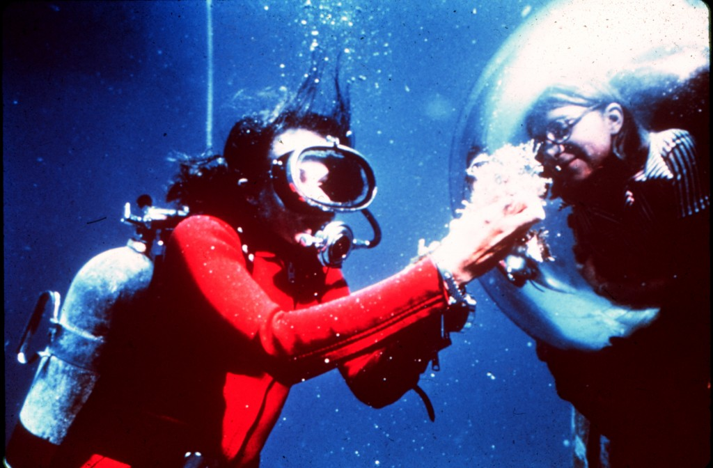 Sylvia Earle displays samples of the reef to an aquanaut inside the Tektite Habitat. © Wikimedia Commons, From NOAA Photo Library